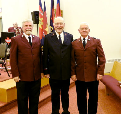 William Himes (center) with Executive Officer Ron Millar (left) and Bandmaster Gary Dean (right)