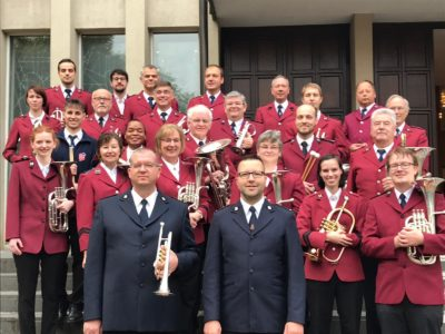 Olaf Ritman (blue uniform, left) and Steef Klepke (blue uniform, right) with members of the Western Divisional Band, November 2018